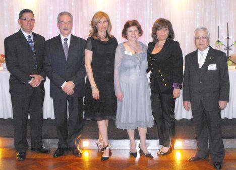 I membri del comitato con gli ex presidenti Orazio Casa e Tina Vaiasinni